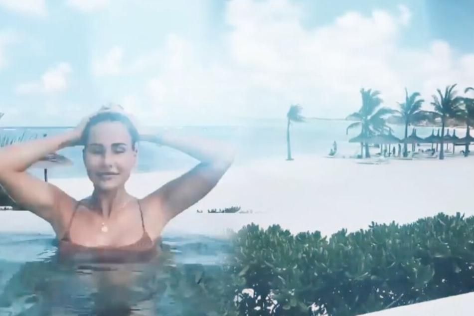 Mit weißem Sandstrand und Palmen lässt es sich relaxt ins neue Jahr starten. (Montage/Screenshots)