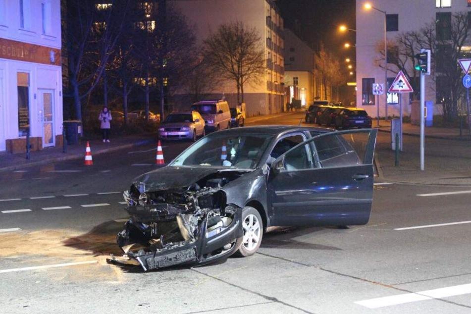 Durch den Unfall entstand ein Sachschaden von etwa 10.000 Euro.