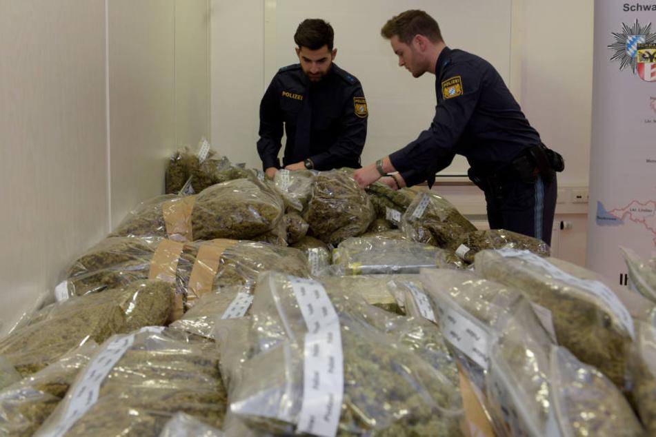 Den Polizei-Beamten ist ein großer Schlag gegen die Drogenszene gelungen. (Symbolbild)