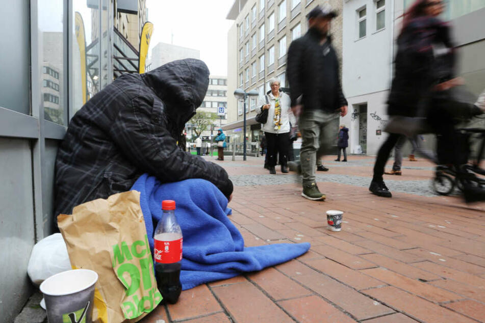 Wie Viele Menschen Leben In Armut