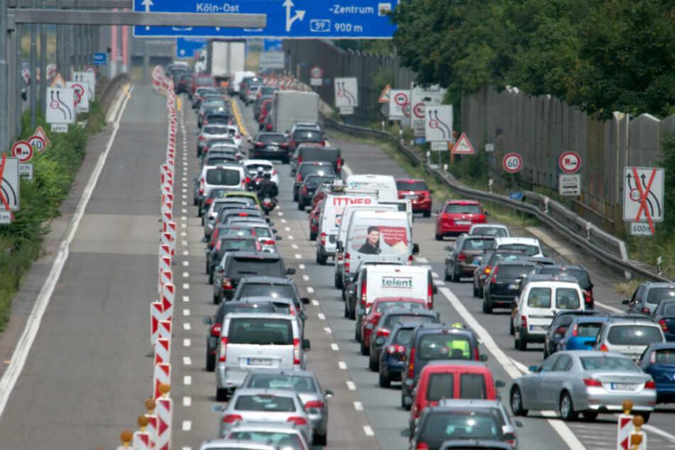 Die Baustelle zur Leverkusener Rheinbrücke auf der A1 ist wohl eine der bekanntesten.