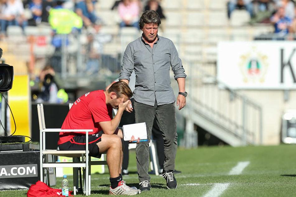 Hatten Nichts zu lachen im Spitzenspiel: Trainer Jeff Saibene (49) und Co-Trainer Carsten Rump (36/in rot).