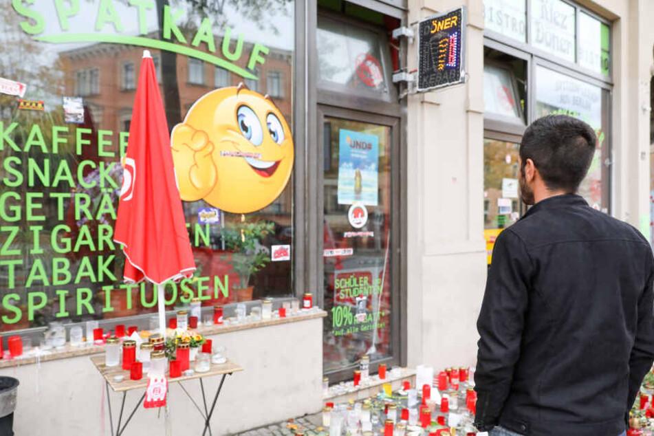 Inhaber Izzet Cagac vor seinem Kiez-Döner in der Ludwig-Wucherer-Straße in Halle.