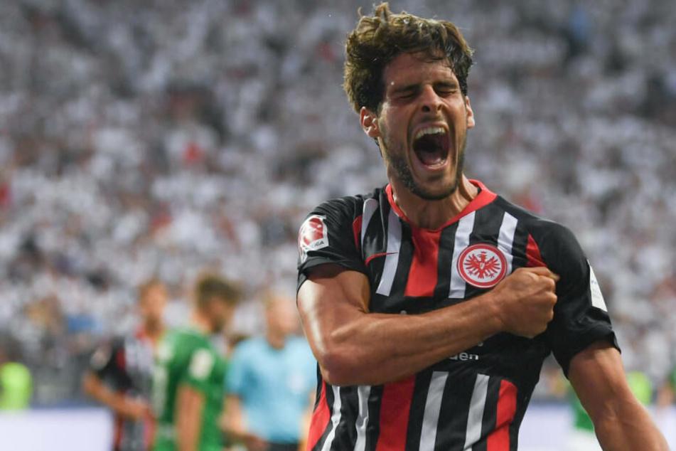 Gonçalo Paciencia freut sich über seinen Treffer zum 1:0.