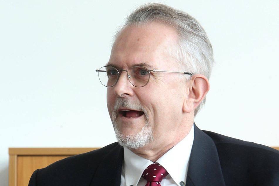 Gerd Schmidt (64), Präsident des Landessozialgerichts, kann trotz weniger  Aktenberge keine Entwarnung geben.