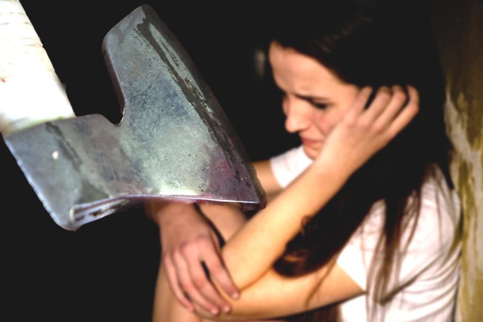 22-Jähriger droht Ex-Freundin, den Kopf mit Axt einzuschlagen