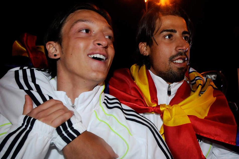 Hier feierten Mesut Özil und Sami Khedira gemeinsam den Sieg über Real-Rivalen FC Barcelona im King's Cup 2011. Vielleicht kommt es zu einer Wiedervereinigung.