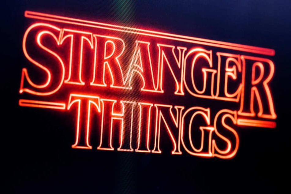Das Logo der Serie flimmert über einen Fernsehbildschirm (Symbolbild).