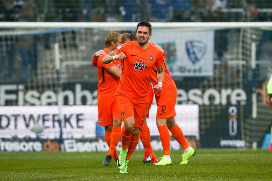 Pascal Testroet jubelt nach seinem Tor in Bochum. Bisher traf er viermal für Aue. Der fünfte Treffer soll morgen folgen.