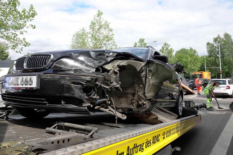 Der BMW war mit einem Mazda kollidiert.