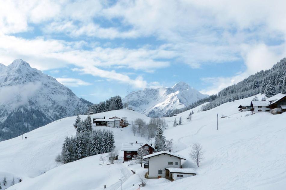 Eine 37-Jährige wurde in Österreich von einer Lawine erfasst.
