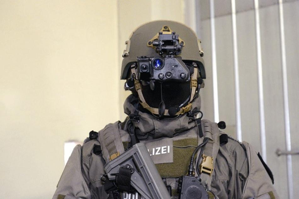 Die Polizei wird mit neuer Schutzausrüstung ausgestattet.