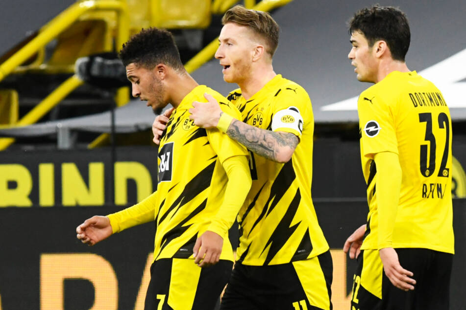 Der zuletzt kritisierte BVB-Kapitän Marco Reus (M.) schoss seinen Verein mit 1:0 in Führung.