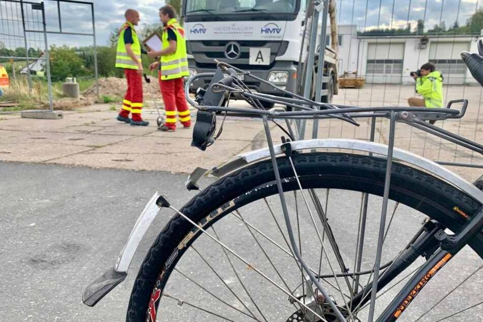 Tödlicher Unfall: Radfahrer in Heidenau von Lkw überrollt