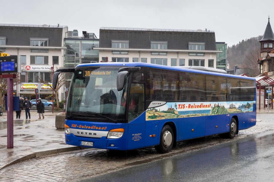Mit diesem Linienbus wird der angehende Busfahrer Fahrgäste durch Aue transportieren.