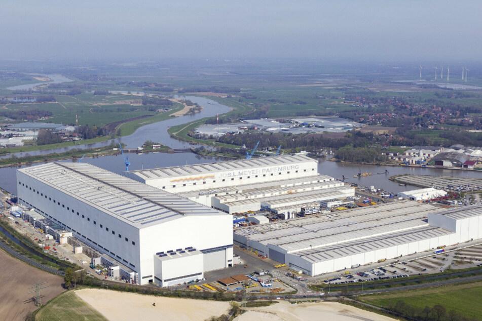 Niedersachsen, Papenburg: Blick auf die Produktionsstätte der Meyer-Werft. (Archivbild)