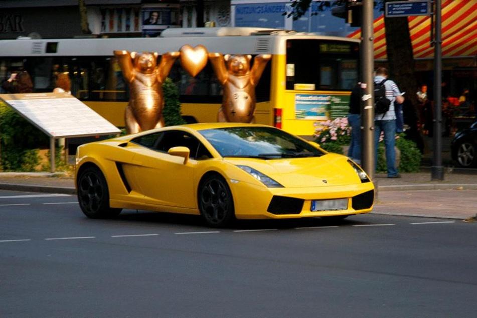 """Ein Ferrari auf dem Ku'damm. Charlottenburg liegt im Einkommensranking aber """"nur"""" auf Rang drei."""