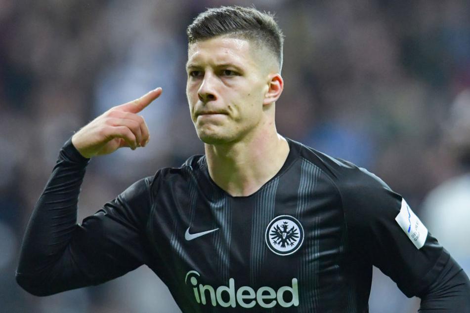 Aktuell ist der 20-Jährige Serbe der führende in der Torschützen-Liste der Bundesliga.