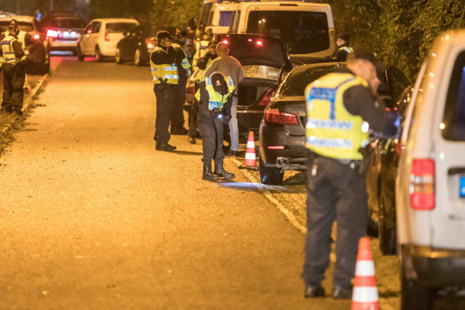 Zahlreiche Beamte kontrollierten die Autos.