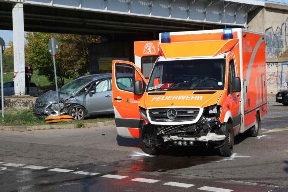 Mehrere Verletzte bei Crash mit Rettungswagen