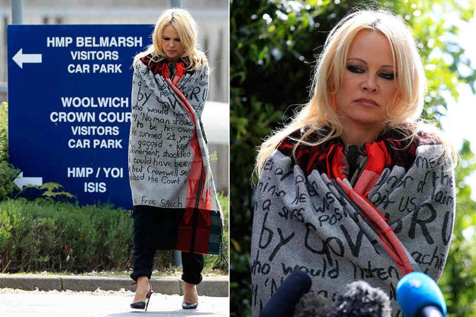 Pamela Anderson verlässt das Belmarsh Gefängnis. Zuvor hat sie dort Julian Assange besucht.