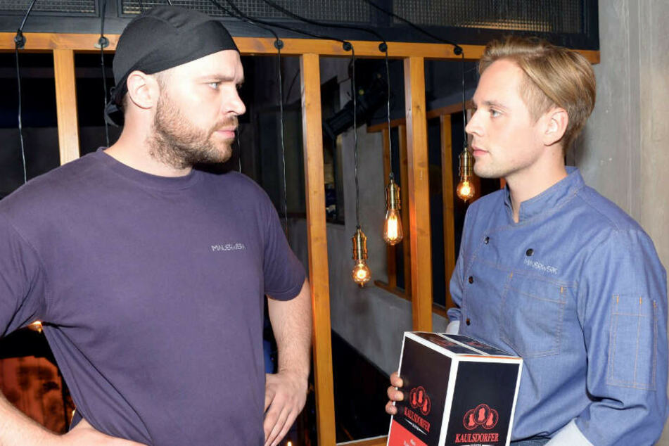 Mit seinen neuen Kollegen Lars hat Erik scheinbar einen Freund gefunden.