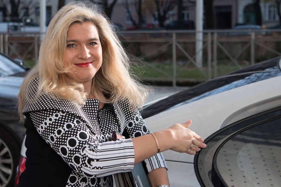 Pflegeministerin Melanie Huml (CSU) gibt finanzielle Hilfe für Pflegebedürftige bekannt. (Archivbild)
