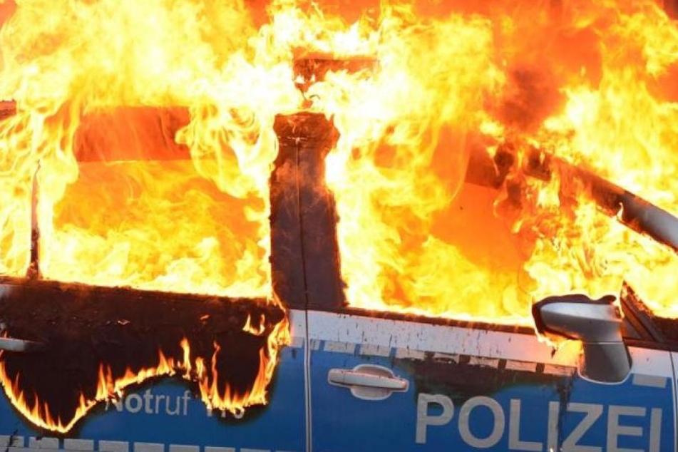 Sechs Polizeitransporter sind in der Nacht zum Montag in Hamburg ausgebrannt. (Symbolbild)