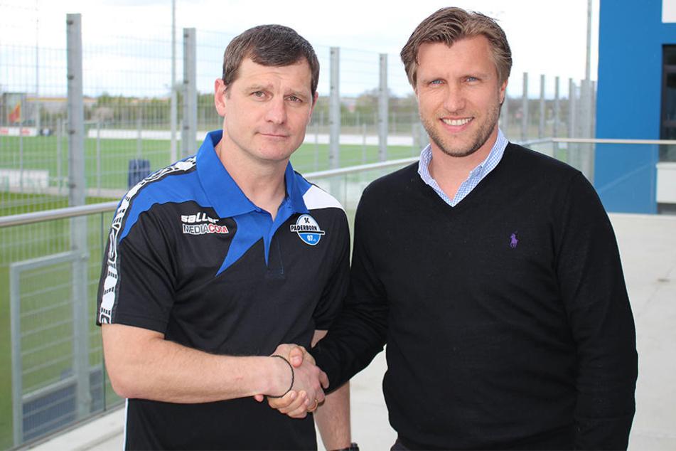 Markus Krösche (rechts) präsentiert Steffen Baumgart als neuen Coach.