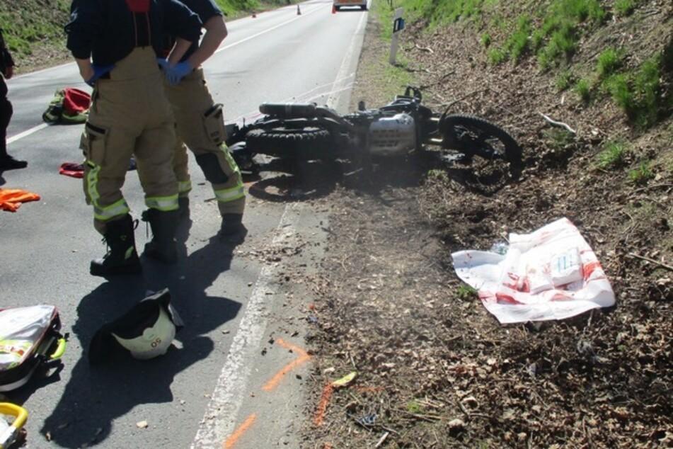 Ein 53-jähriger Dülmener verletzte sich bei dem Sturz mit seinem Motorrad so schwer, dass er mit dem Rettungshubschrauber in eine Kölner Klinik geflogen werden musste.