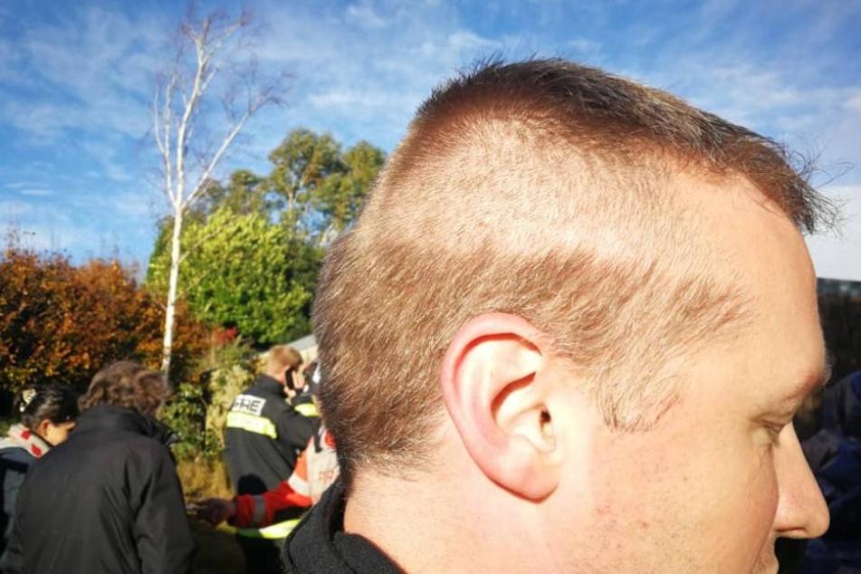 Mit einem halbfertigen Haarschnitt kam der Feuerwehrmann zum Einsatz.