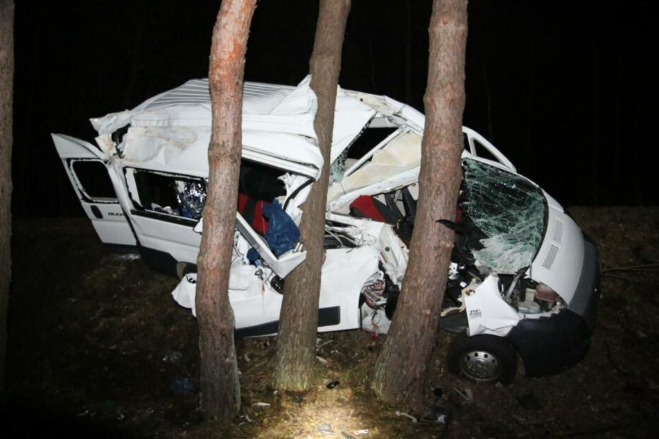 Das Auto war nach dem Unfall völlig demoliert.