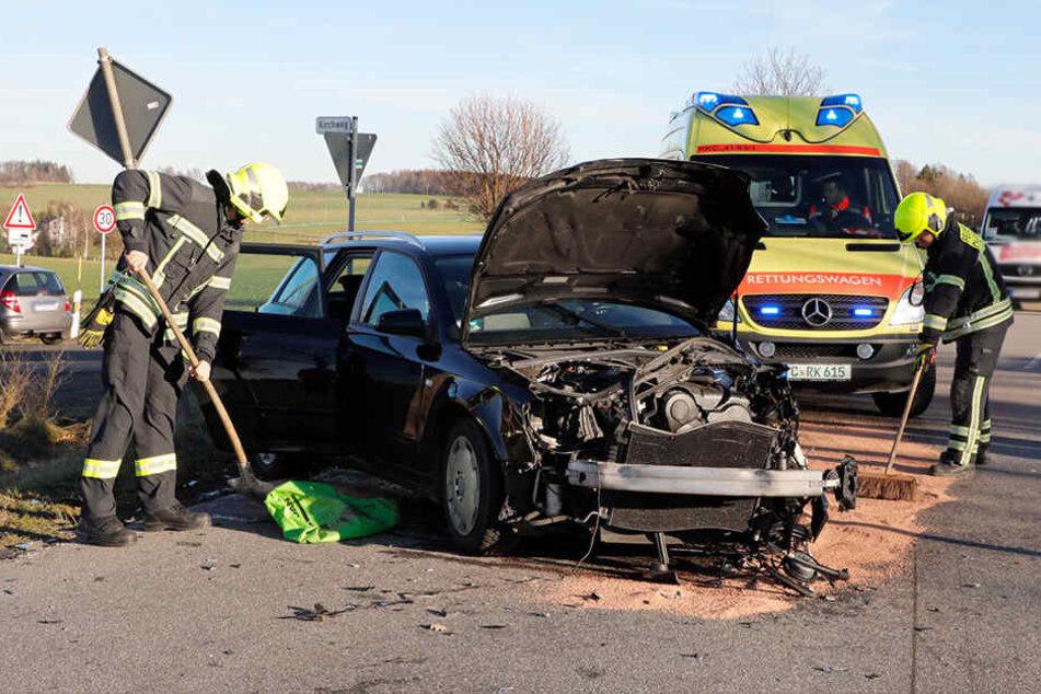 Die Augustusburger Straße wurde zur Unfallaufnahme und Bergung der Unfallfahrzeuge voll gesperrt.