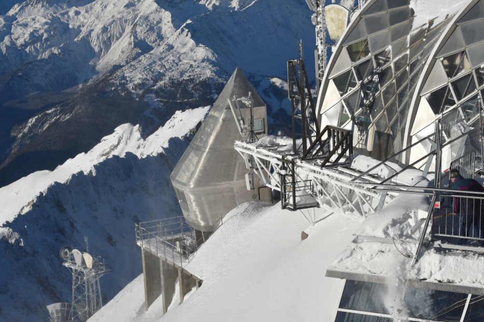 Einen Kälterekord hat der Winter in der Nacht zum Dienstag auf der Zugspitze gebracht.