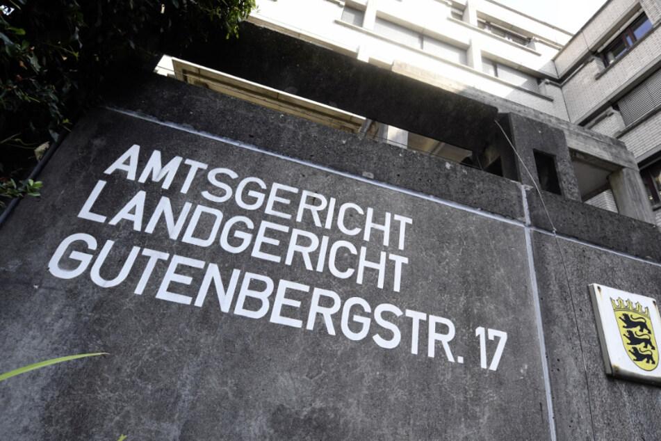 Ein 37-Jähriger muss sich wegen Mordes und versuchten Mordes vor dem Landgericht in Baden-Baden verantworten. (Archivbild)