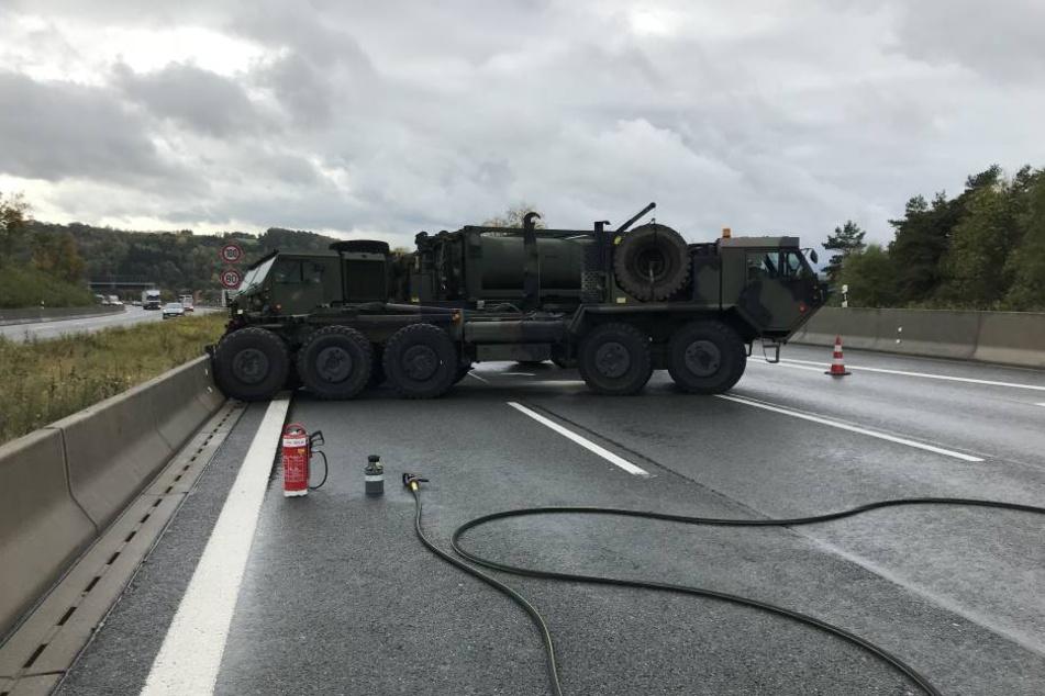 Auf der A9 blockierten zwei Militärlaster die Fahrbahn.