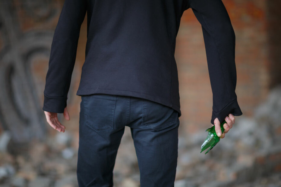Am Dienstagnachmittag wurde in Oberlungwitz ein 28-Jähriger mit einer Glasflasche attackiert und verletzt (Symbolbild).