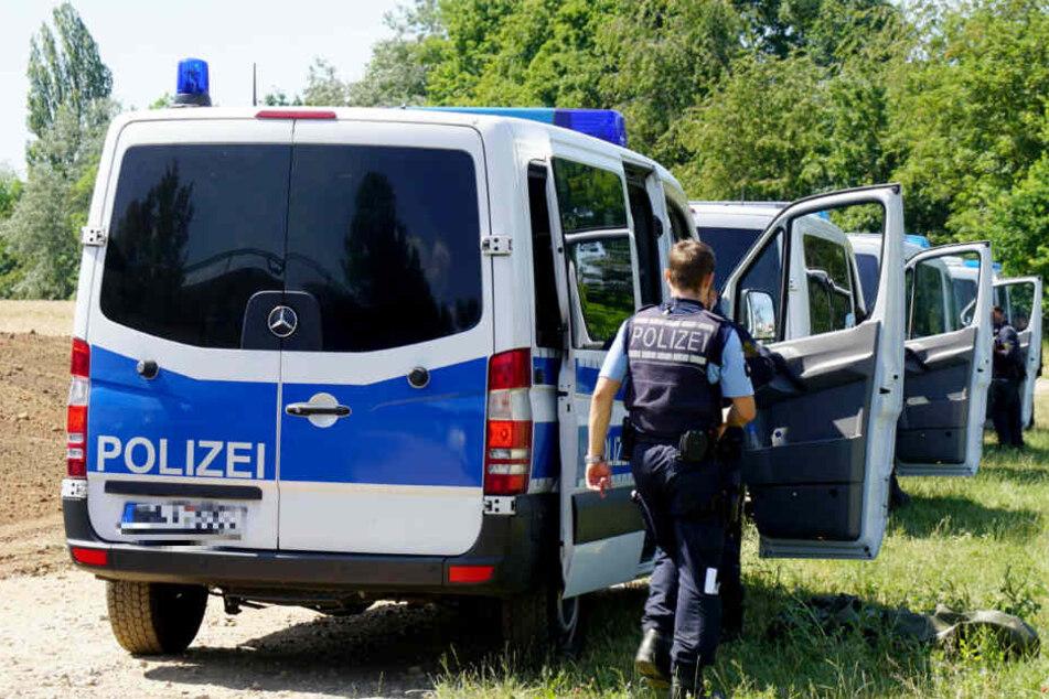 Die Polizei rückte schließlich zu einer großangelegten Suchaktion aus (Symbolbild).