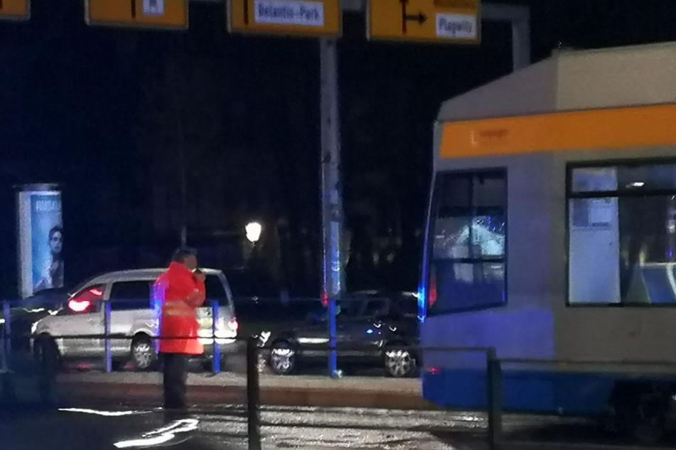 """Der Unfall ereignete sich an der Haltestelle """"Neues Rathaus"""". Was genau passierte ist noch unklar."""