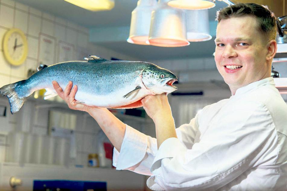 Der prächtige Lachs ist ganz nach dem feinen Geschmack von Küchenchef Falk  Heinrich, der zu den Spitzenköchen Deutschlands gehört.
