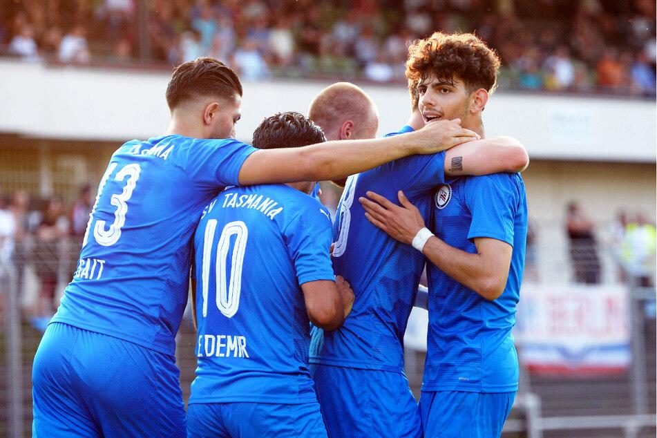 Serhat Polat (20, r.) schoss den SV Tasmania Berlin gegen den SV Babelsberg 03 in Führung. Am Ende durfte der Liga-Neuling einen 2:0-Sieg bejubeln.