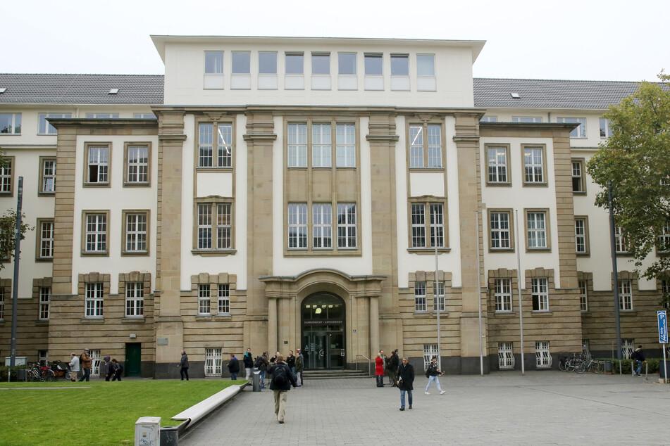 """Der """"spirituelle Führer"""" muss sich am Landgericht Duisburg wegen mehrerer Straftaten verantworten."""