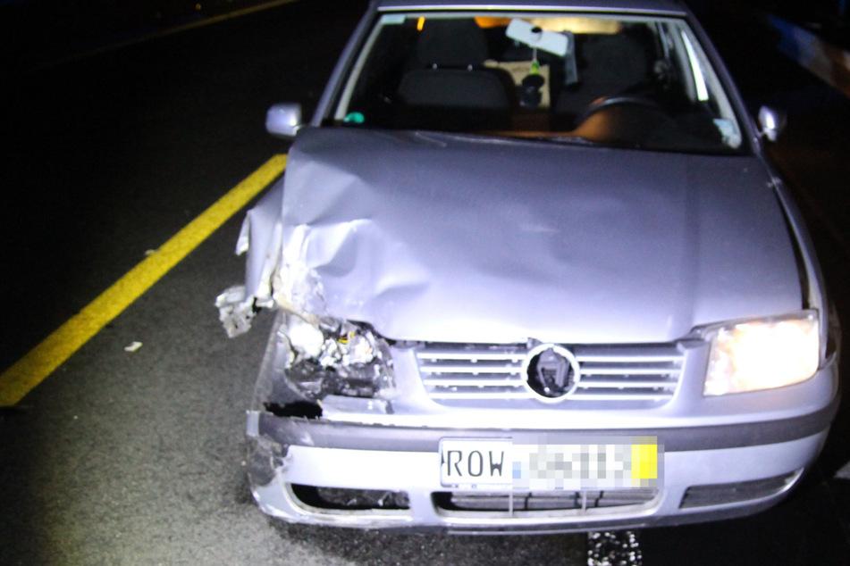 Unfall A2: VW baut Unfälle auf A2: Fahrer stellt einfach Auto ab und flüchtet mit Beifahrerin