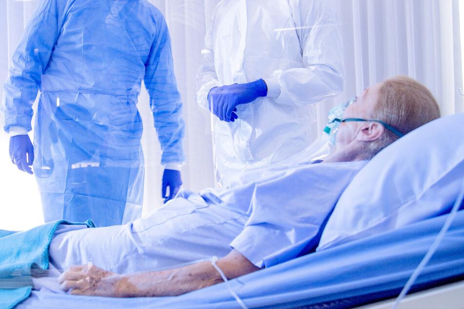 Unfassbarer Verdacht! Sterben ältere Corona-Patienten mit Morphium-Cocktail?