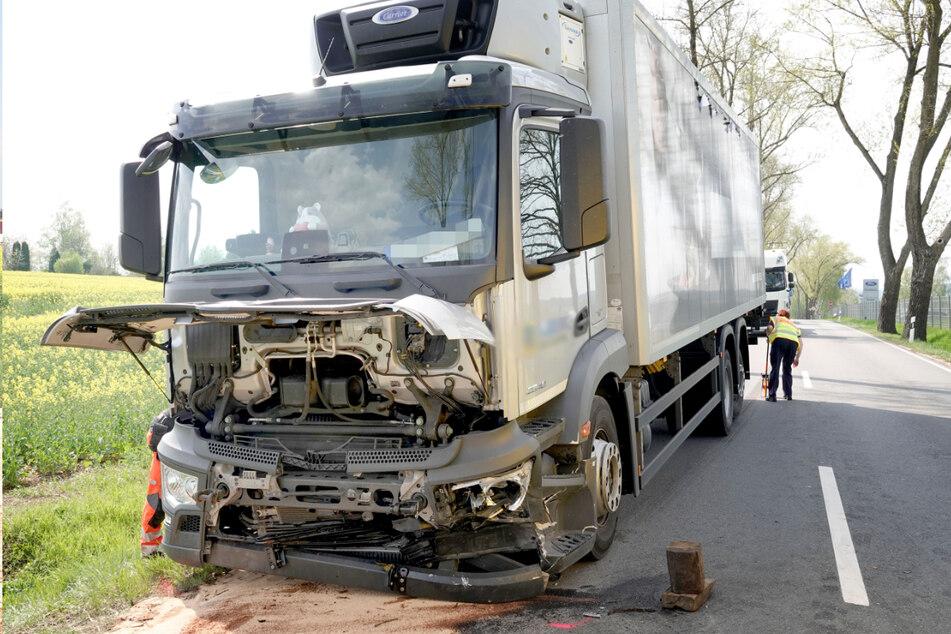 An dem Lkw entstand bei dem Unfall ein hoher Sachschaden.