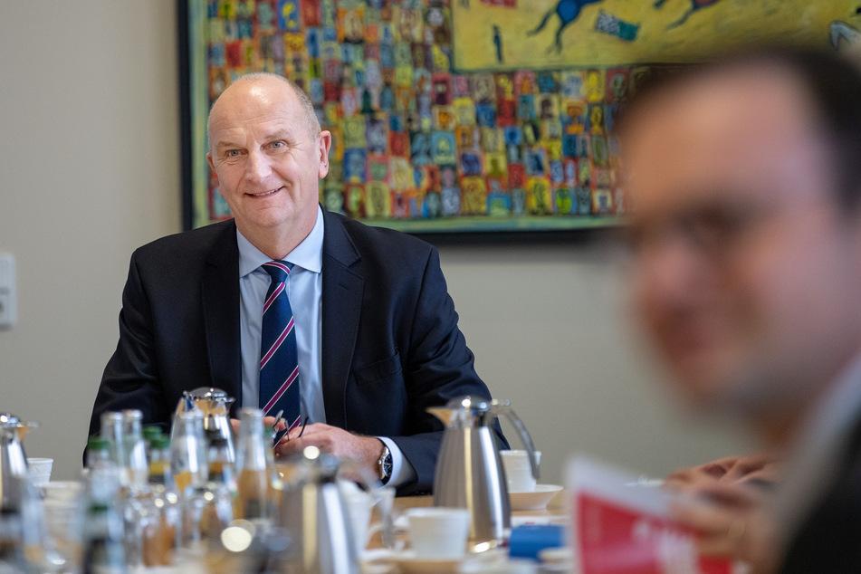 Brandenburgs Ministerpräsident Dietmar Woidke (SPD) hält eine Lockerung der drastischen Beschränkungen in mehreren Schritten für machbar.