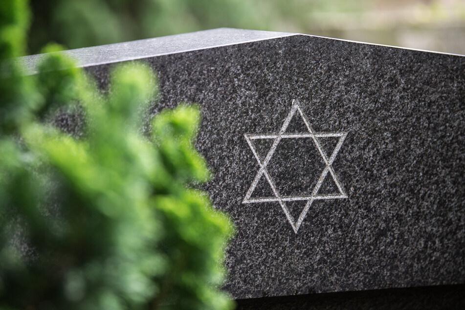Jüdischer Friedhof beschmiert: Staatsschutz ermittelt