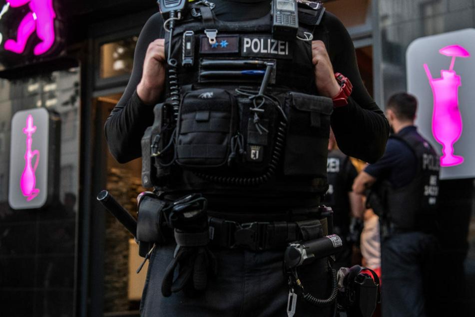 Immer wieder geht die Polizei mit Razzien gegen die organisierte Kriminalität in Berlin vor. (Symbolfoto)