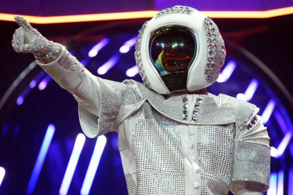 """Max Mutzke verkleidet als Astronaut bei """"The Masked Singer"""""""