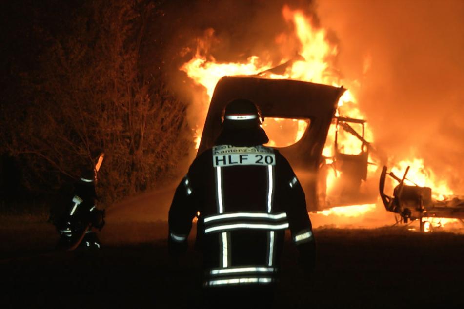 Insgesamt brannten acht Wohnmobile ab.
